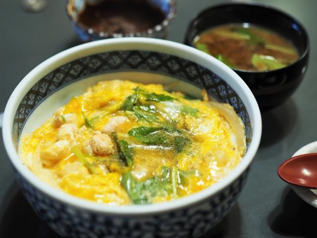 【卵丼/おかず、献立&副菜の付け合わせ】緑の野菜を使った定番・人気・簡単レシピ!卵丼に合う料理&おかず、おすすめの副菜「もう1品の夕飯&お昼ご飯」