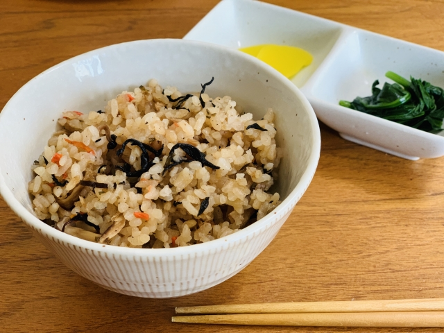 【ひじきご飯/献立&付け合わせ】ひじきご飯におすすめ!定番・人気・簡単な付け合わせ~ヒジキご飯に合うのは和食系、白飯で食べたいおかずは避ける~