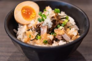 煮卵&半熟卵(味玉)とネギチャーシュー丼の簡単な付け合わせ