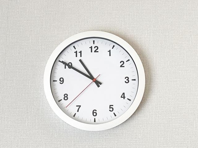 【午前中・午後・夕方の定義】何時から何時まで?時間帯の区切り、違いは?「午前中の会議!って何時の事?」