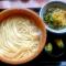 """【うどん/付け合わせ/献立】人気・定番・簡単!温かい""""うどん""""に合う料理&おかずレシピ、副菜特集「うどんに、もう1品!家庭料理の定番は、おにぎり、いなり寿司、天ぷらが有力」"""